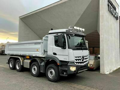 Tipper with special lights for Iceland